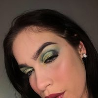 Beauty influencer offering make-up lessons! From contour to eyeshadow, I got you! Starting from the basics to advanced techniques in simple steps.
